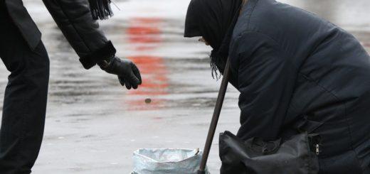 513558 24.11.2009 Нищенка на московской улице. Валерий Мельников/РИА Новости