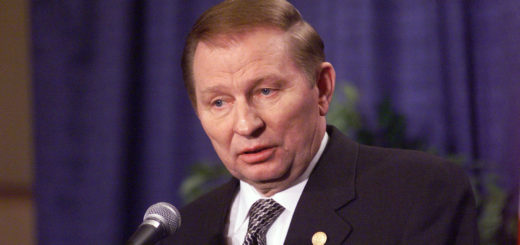 24th April 1999 NATO's 50th Anniversary Summit NATO - Ukraine (NUC) Press Conference in ITC Reagan Building. Centre:   President Leonid Kuchma (Ukraine).