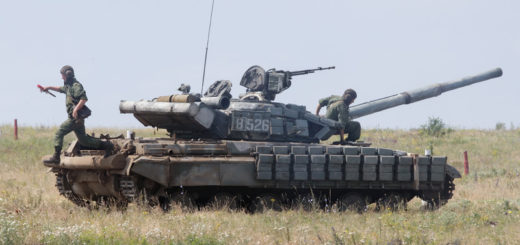 epa06838793 Pro-Russian rebel's tanks take part in a military exercise on a shooting range near Luhansk, Ukraine, 25 June 2018.  EPA-EFE/ALEXANDER ERMOCHENKO