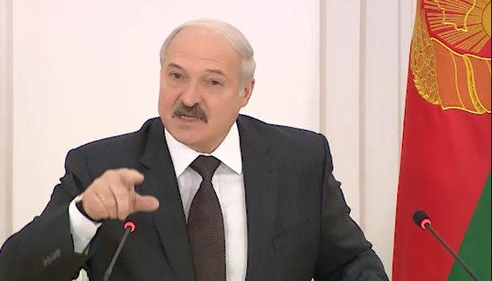 Лукашенко_2-700x400