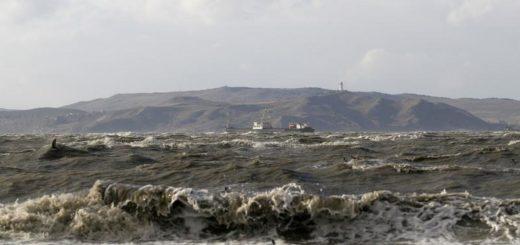 Корабль в Керченском проливе. 11 ноября 2007 года. Россия рассматривает возможность поставок до 200.000 тонн сжиженного углеводородного газа (СУГ) в год в Сирию через простаивающие терминалы в порту Керчи, расположенном в аннексированном Москвой Крыму, сообщили трейдеры. REUTERS/Vladimir Kondratov